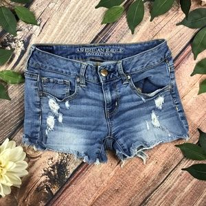 American Eagle 4 Distressed Medium Wash Shorts